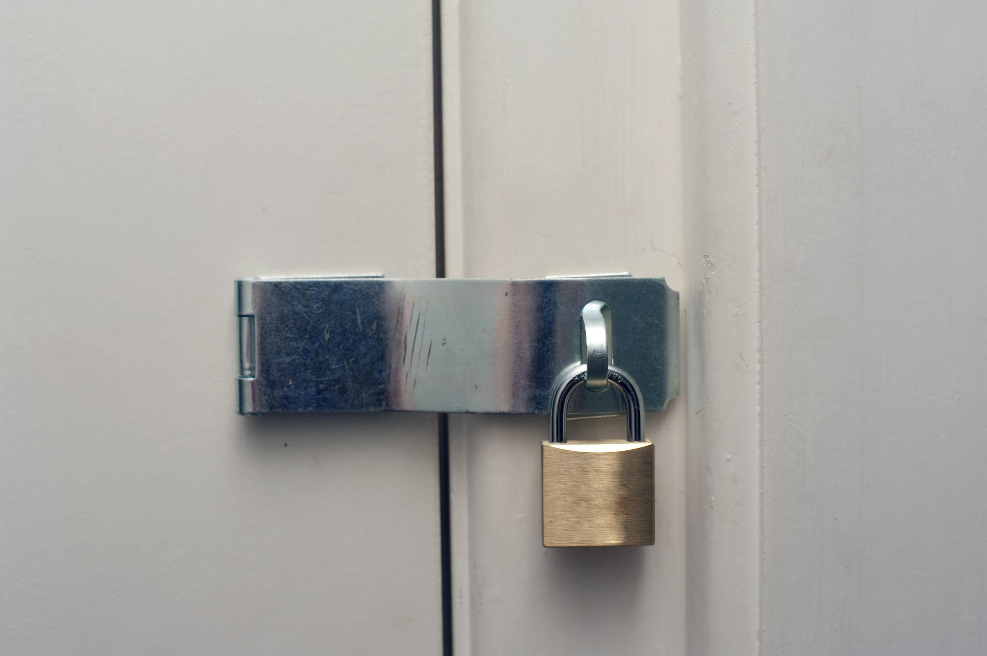 Filename: padlocked.jpg & Padlocked Door Images - Reverse Search Pezcame.Com