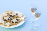 stock image a plate of mince pices and two sherry glasses